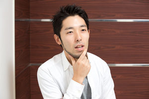 medium 300x200 - 中田敦彦は副業で4000万の儲け!1万円のTシャツがなぜ売れる?