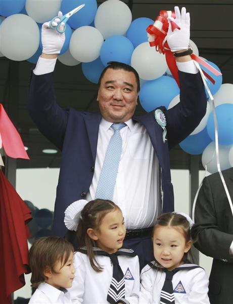wor1809010012 p1 - 日馬富士は引退後の現在はモンゴルで学校を作ってた!嫁と別居中?