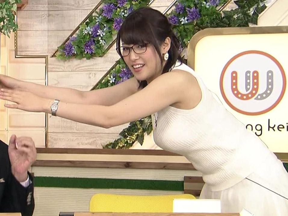 【GIF画像】鷲見玲奈がおっぱいをワザと揺らしてる!Gカップ巨乳